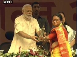 Pm Narendra Modi Gives Away Swachh Shakti 2017 Awards
