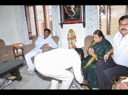 Nanjangud By Election Hc Mahadevappa Visited Late M Mahadevu House