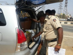 Nanjangud By Election Police Checks Dc S Car Also