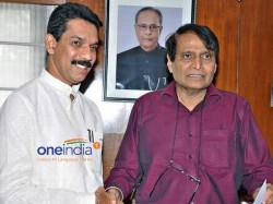 Mp Naleen Kumar Kateel Meets Suresh Prabhu Seeks Expeditious Introduction Of Kudla Express Train