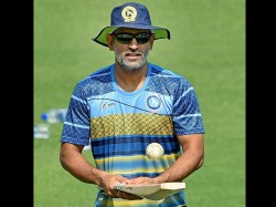 Ms Dhoni S Mobile Phones Stolen After Fire At Hotel Registers Fir With Delhi Police