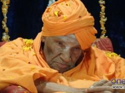 Bhagawan Mahaveera Award Presented To Shivakumar Swami