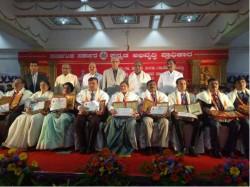 Siddaramaiah Felicitated Kannada Judges Who Gave Judgment In Kannada