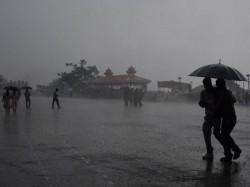 Rain In Various Districts Of Karnataka Two Dies In Bengaluru