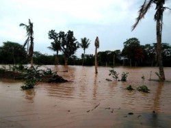 Gundupet Vijayapur Doddakere Wall Broken For Heavy Rain Lakhs Together Loss