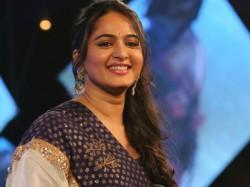 Bahubali Actress Anushka Shetty Visits Bappanadu Temple