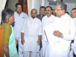 Yr Old Woman Travels Delhi Meet Siddaramaiah To Get Solve Her Land Dispute