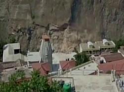 Uttarakhand Landslide On Badrinath Route 15 000 Tourists Stranded