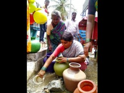 Hangala Taluk People Forced To Use Drainage Water Due To Leakage In Water Supply Pipe