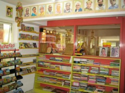 V Lakshmikanth Of Total Kannada Book Shop A True Kannadiga