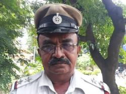 Psi Allows Ambulance Before Pranab Mukherjee