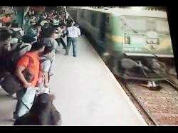 Unbelievable Girl Survives After Being Run Over By Trainin Mumbai