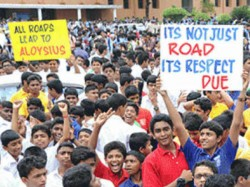 Mangaluru Thousands Of Aloysius Students March In Against The Renaming Of Road
