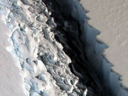 Larsen C A Huge Iceberg In Antarctica Breaks