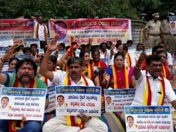 Bengaluru Karave Protests In Front Of Sbi In Demanding Compulsory Use Of Kannada