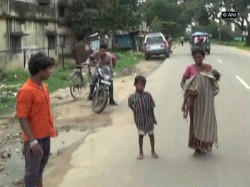 Jharkhand Neglegence Hospital Staff 3 Year Old Baby Dies In Mother S Lap