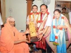 Central Minister Harshavardhan Visits Suttur Mutt