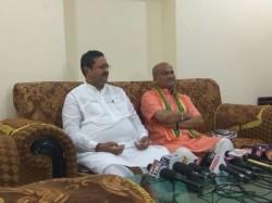 Pramod Muthalik Basanagouda Yatnal Join Hands With Shiv Sena
