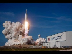 Spacex Launched Wolrs Powerfull Rocket Falcon Heavy