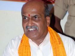 Kick Congress And Bjp Candidates Pramod Muthalik