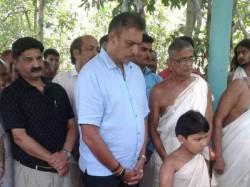 Indian Cricket Team Coach Ravi Shastri On Tuesday Visited Mahavishnu Temple