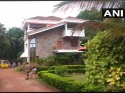 It Raid On Close Associate Of Karwar Congress Candidates Home In Ankola