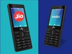 Reliance Retail Partners With Motorola Moto Hub Myjio Stores Reliance Digital