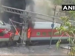 Fire Breaks Out 4 Coaches Of Andhra Pradesh Express Near Birlanagar