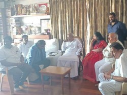 Ramalinga Reddy And Sowmya Reddy Meets Deve Gowda