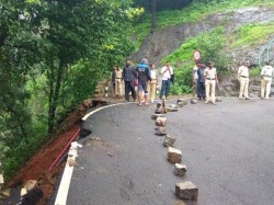 Passengers Were Worried As The Road Collapsed At Agumbe Ghati