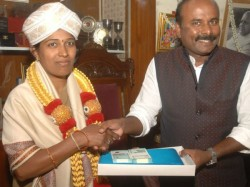 Kind Hearted Police Constable Archana Gets Awards From Bbmp Mayor