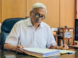 Day After Return From Us Goa Cm Parrikar Returns To Office