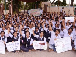 Students Opposes Establishing Private Agri Science College In Mandya