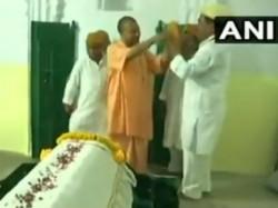 Viral Video Uttar Pradesh Cm Yogi Adityanath Refuses To Wear Karakul Cap