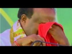 Karnataka Cm Kumaraswamy Broke Down In Party Meeting Congress Leaders Reaction
