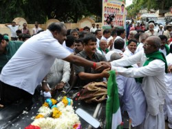 Farmers Withdraw Strike After Meeting Hd Kumaraswamy