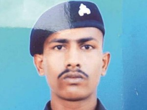 Pakistan Release Indian Soldier Who Strayed Across Loc