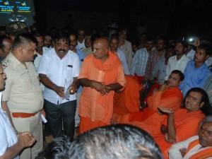 Five Swamiji S Protest Against Hubballi Siddharuda Math Administration