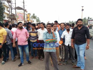 U T Khaders Controversial Statement Hindu Outfit Members Stage Protest In Mangaluru