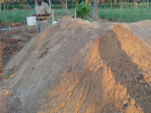 Kr Pete Police Raided Illegal Sand Storage Recovered Huge Amount Of Sand