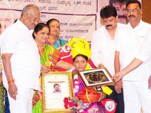 Mumbai Billava Association Felicitated Kannadian Meenakshi Poojary Who Elected As New Thane Mayor