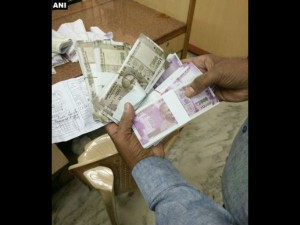 A Man Arrested For Trying To Deposit Fake New Rs 500 And 2000 Notes In Hyderabad