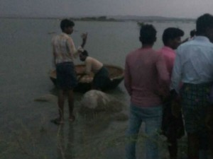 13 Feared Drowned A Stream As Boat Capsizes In Anantapur