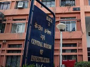 Cbi Arrests It Commissioner Five Others In Mumbai Rs 1 5 Crore Seized