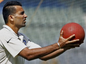 Anil Kumble Asks Bcci Appoint Zaheer Khan As Bowling Coach Reports