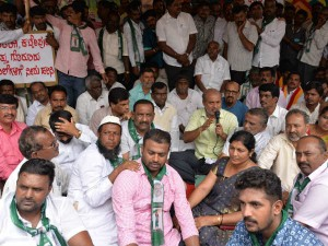 Farmers Protest Against Govts Failure To Release Cauvery Water