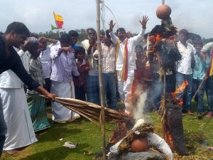 Protest To Demand Water For Land In Mandya