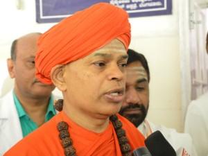 Shivamurthi Murugharajedra Swamiji Supports Separate Religious Status For Lingayaths