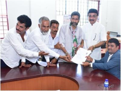 ಮಂಗಳೂರಲ್ಲಿ ಯುಟಿ ಖಾದರ್ ವಿರುದ್ಧ ತೊಡೆ ತಟ್ಟಿದ ಅಶ್ರಫ್