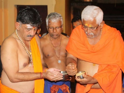 ಹರಕೆ ತೀರಿಸಲು ಶಬರಿಮಲೆಗೆ ಹೊರಟ ಸಚಿವ ಡಿ.ಕೆ.ಶಿವಕುಮಾರ್
